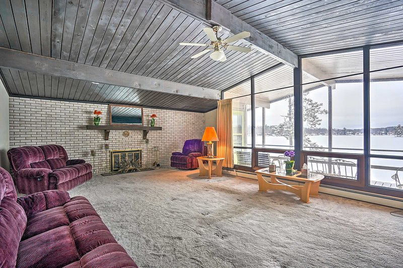 NEW! Retro Retreat w/Private Dock on Crooked Lake!, holiday rental in Marion