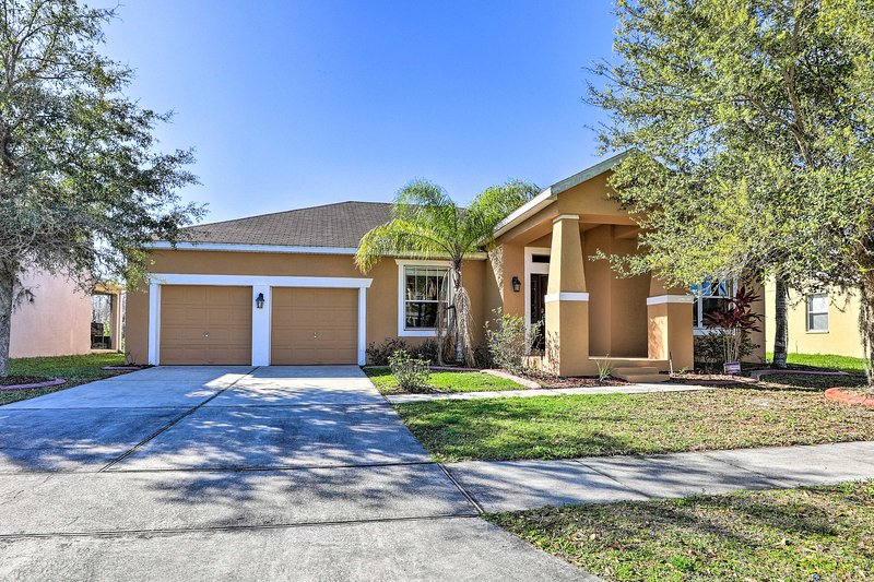 NEW! Single-Story Disney Area Home w/ Lake Views!, vacation rental in Poinciana