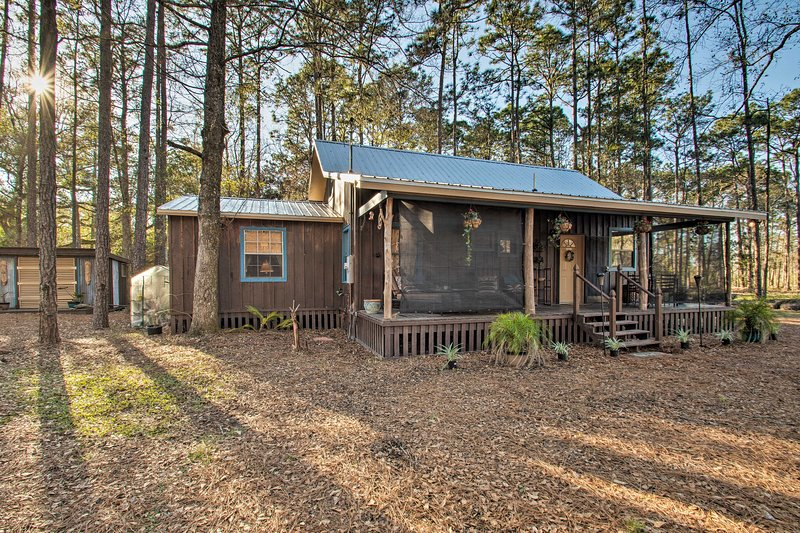 Secluded Bon Secour Retreat: 11 Mi to Gulf Shores!, location de vacances à Bon Secour