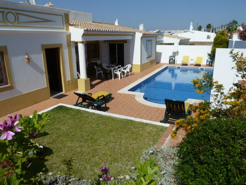 Albufeira, Guia. 3 Bedroom Villa with Private Pool. Close to everything in Guia – semesterbostad i Guia