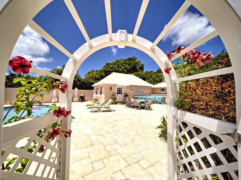 CottagePriv.Pool★Beach5min★StatelyProprty★TwizyChg, vacation rental in Bermuda