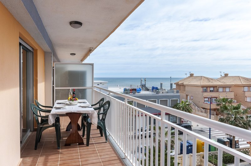 AMANECER (MARENYS) - Apartment for 6 people in Playa de Miramar, casa vacanza a Bellreguard