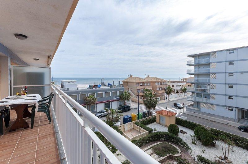 AMANECER (MARENYS) - Apartment for 6 people in Playa De Miramar, holiday rental in Piles