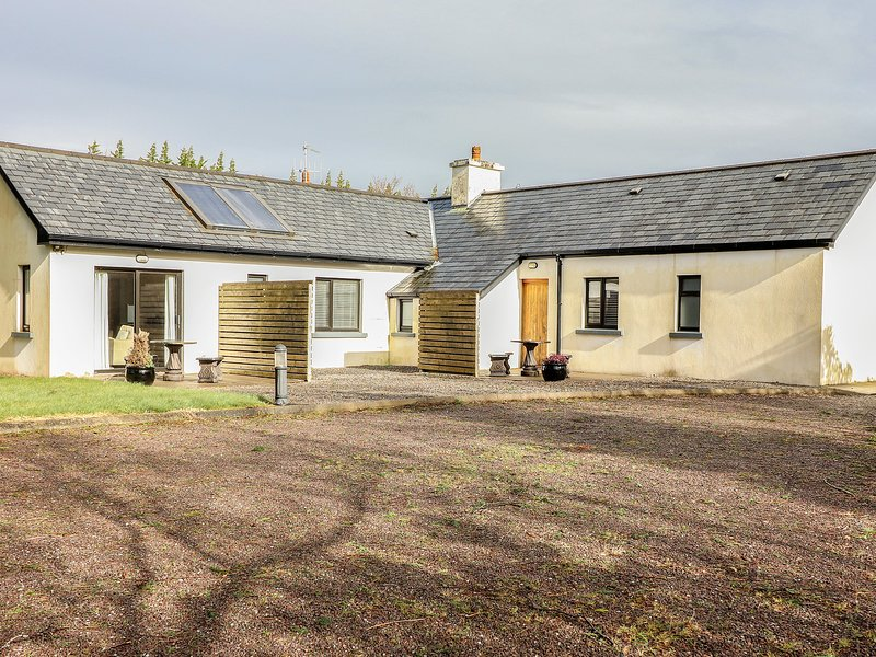 Gap of Dunloe Suite, Beaufort, County Kerry, holiday rental in Fossa