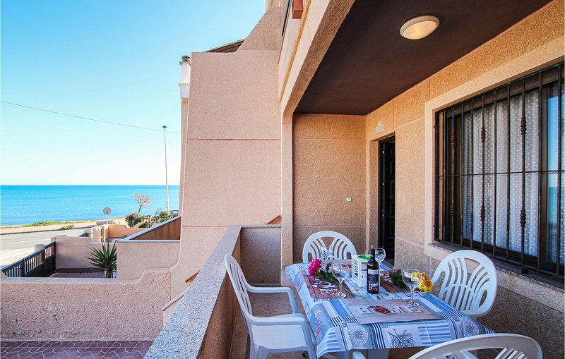 Amazing home in Torrevieja with WiFi and 2 Bedrooms (EBI299), alquiler vacacional en La Mata
