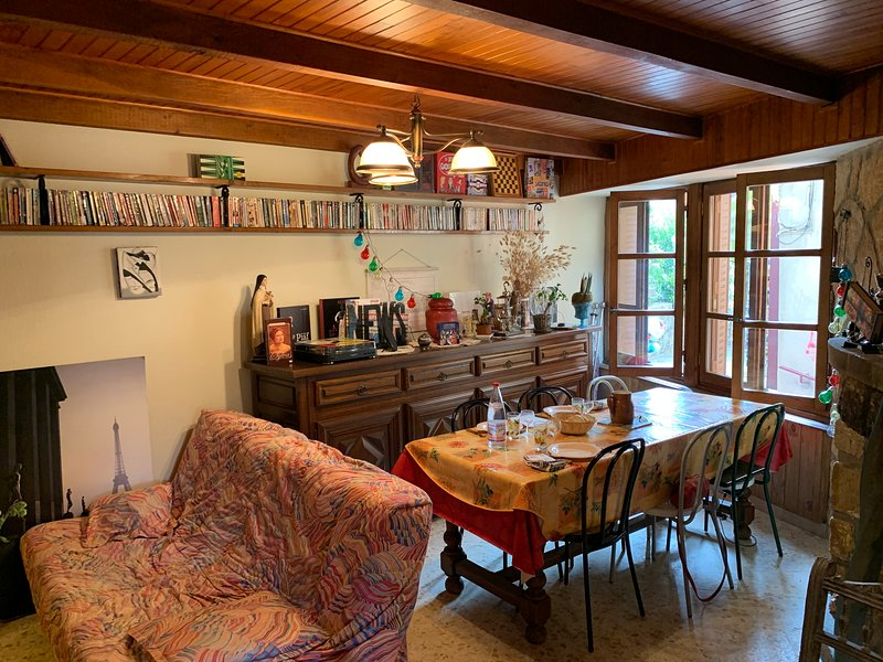 Maison typiquement ardéchoise, holiday rental in Antraigues-sur-Volane