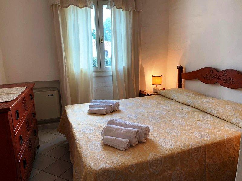 Appartamento 5 posti letto Baia Sardinia a soli 250 mt dal mare, vacation rental in Baia Sardinia