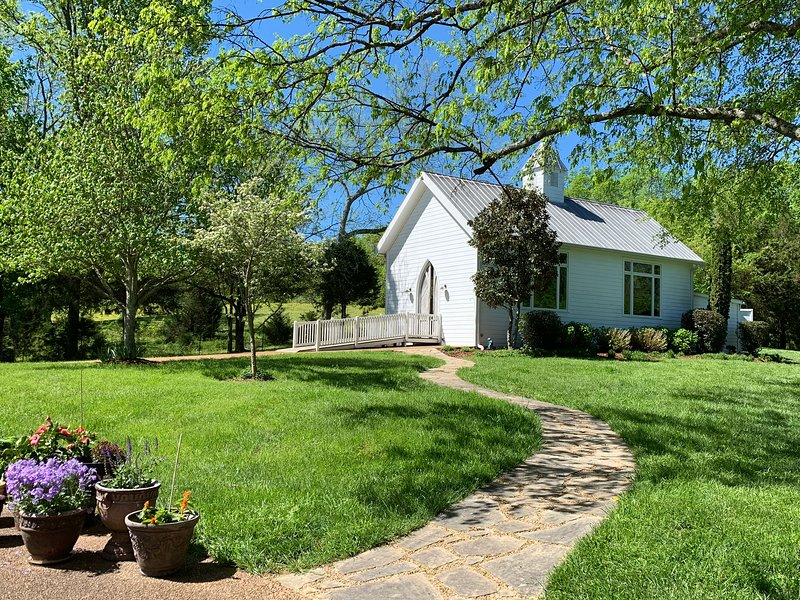 Spotless Cottage in a Gorgeous Setting, miniature donkeys, wildlife, holiday rental in Franklin