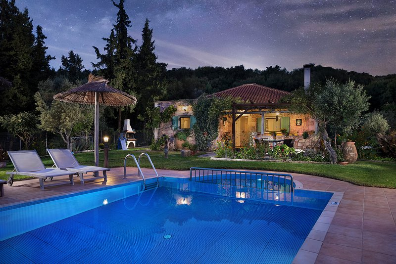 Boutique Villa Petra Eleni, vacation rental in Maza