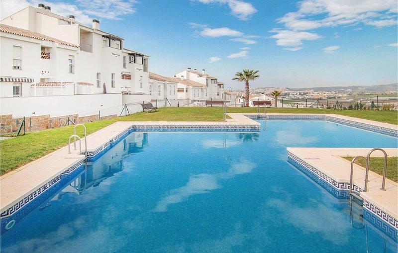 Beautiful home in Caleta de Velez with WiFi, Outdoor swimming pool and 2 Bedroom, vacation rental in Algarrobo