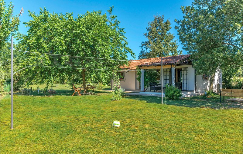 Beautiful home in Loborika with WiFi and 2 Bedrooms (CIC469), holiday rental in Loborika
