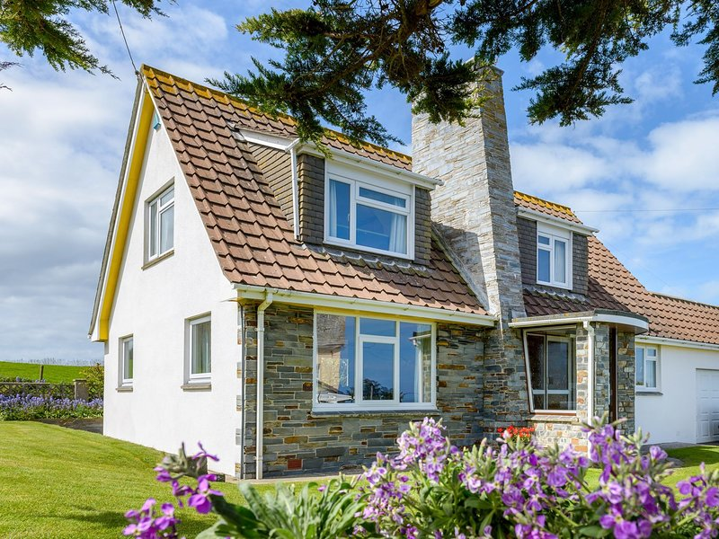 Sharmalyn House, holiday rental in Padstow