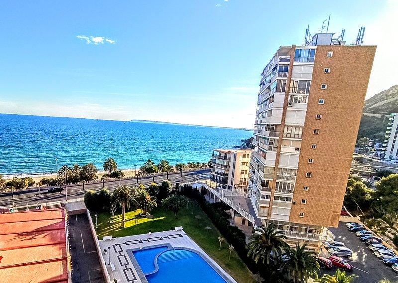 Apartamento en 1ª linea de playa con piscina y wifi, vacation rental in Sant Joan d'Alacant
