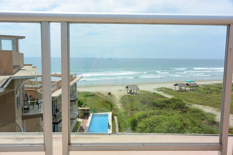 Olon Beach Ocean Front Penthouse Luxury Condo - 1800+ Ft2 - Min. 1 month rental, casa vacanza a La Entrada
