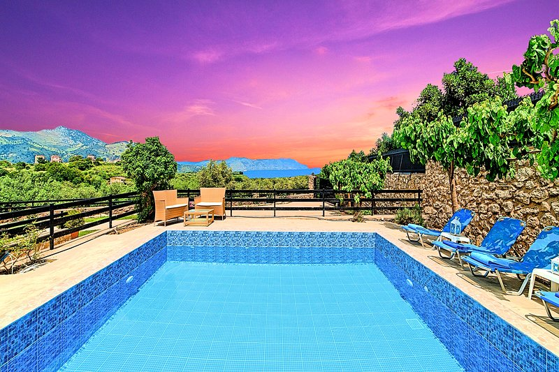 Aqua Mare Villa with Private Heated Pool, vacation rental in Argyroupolis