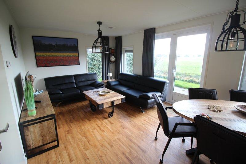 Holidaypark Klein Giethoorn bungalow 12-28, holiday rental in Medemblik
