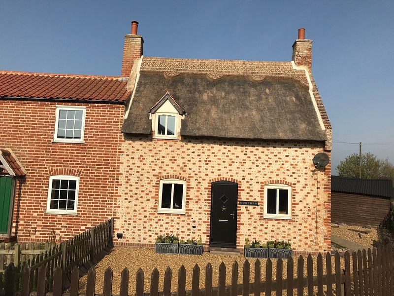Rocket House - Norfolk Beach Cottage - Sea Palling (just seconds from the beach), vacation rental in Sutton