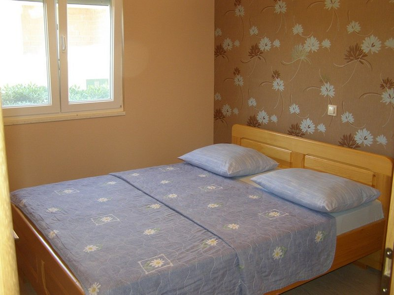 Holiday home 114882 - Holiday apartment 16935, vacation rental in Vrsine