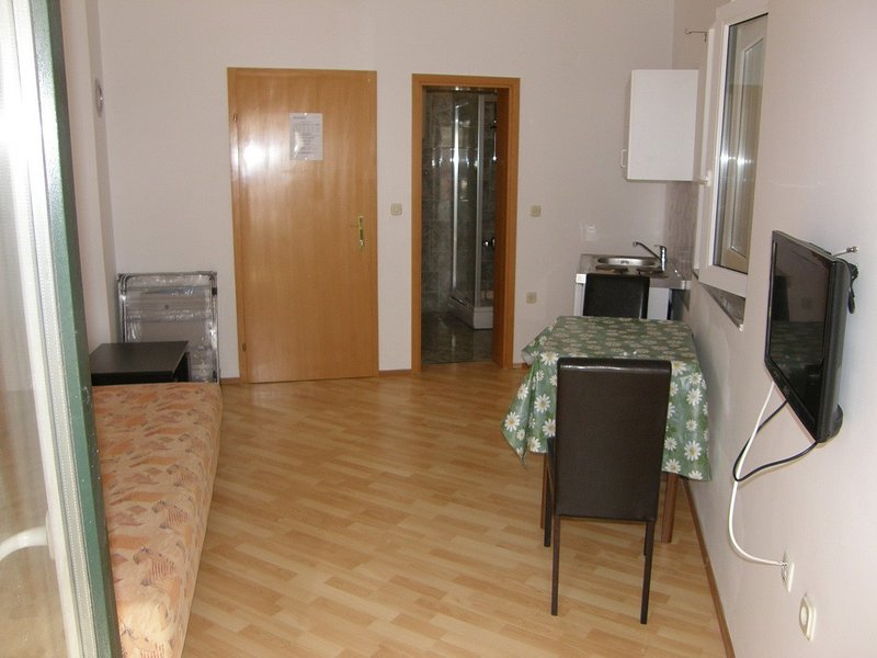 Holiday home 147395 - Studio apartment 174219, vacation rental in Batomalj