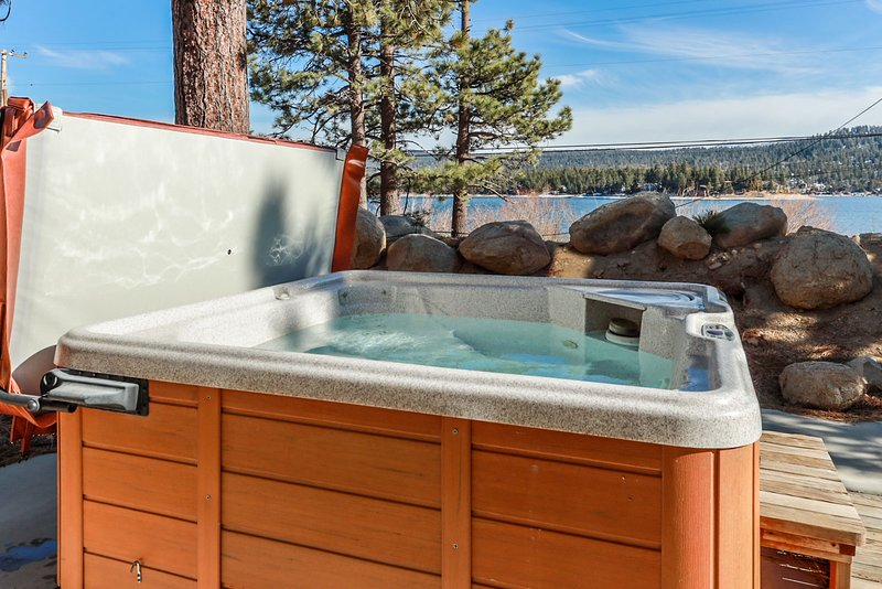 Happy Harbor Fawnskin Tri Level Lakeview w/ Private Hot Tub + Boat Dock, holiday rental in Big Bear Region