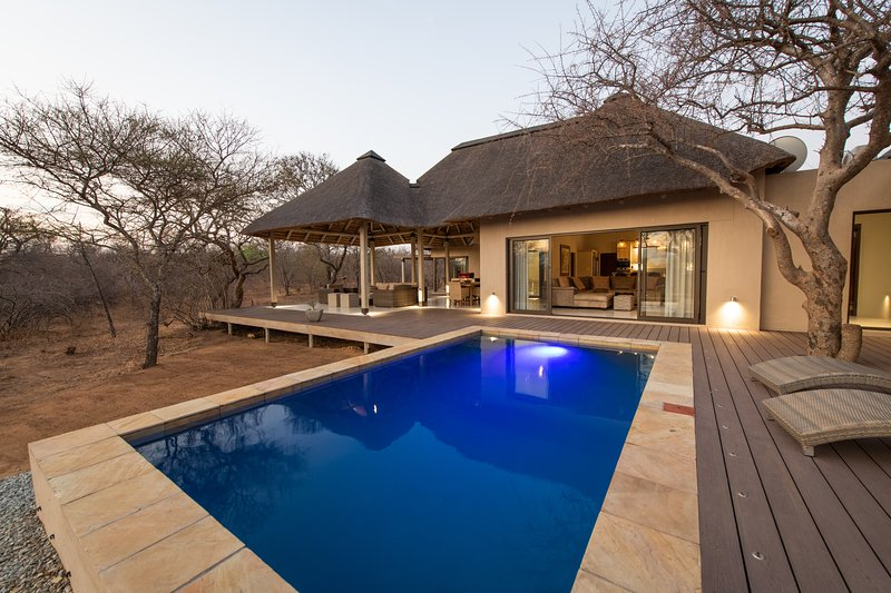 Lowveld Escape - Villa Muningi, holiday rental in Balule Nature Reserve