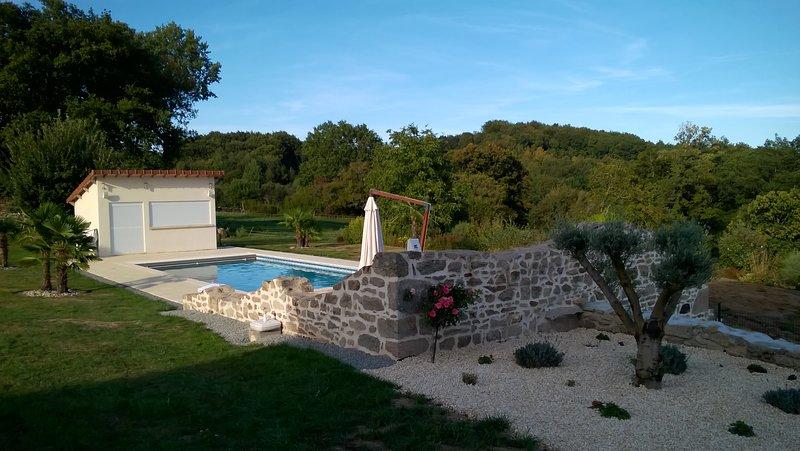 Chalet le Rocher - L'Ecrin du Breuil, vacation rental in Janaillat