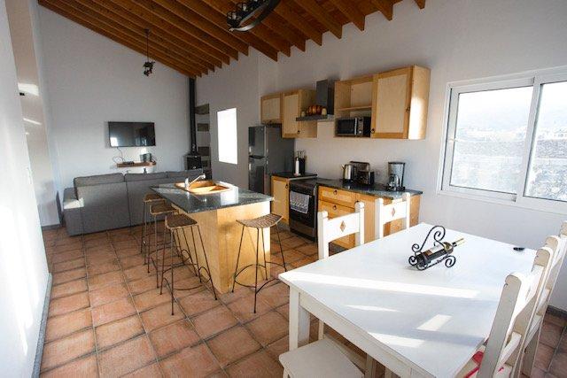 Villa B Santa Barbara Beach- Moses's Haven, Ferienwohnung in Rabo de Peixe