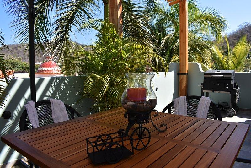 Suite de lujo con patio y alberca a 5 min del mar, holiday rental in Salchi