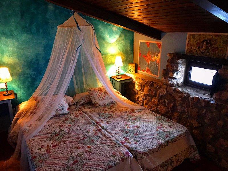 Se alquila habitación en casa rural en el pueblo romano de Valeria, location de vacances à Almodovar del Pinar