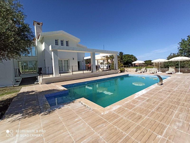 Sunrise Villa, alquiler de vacaciones en Lapta