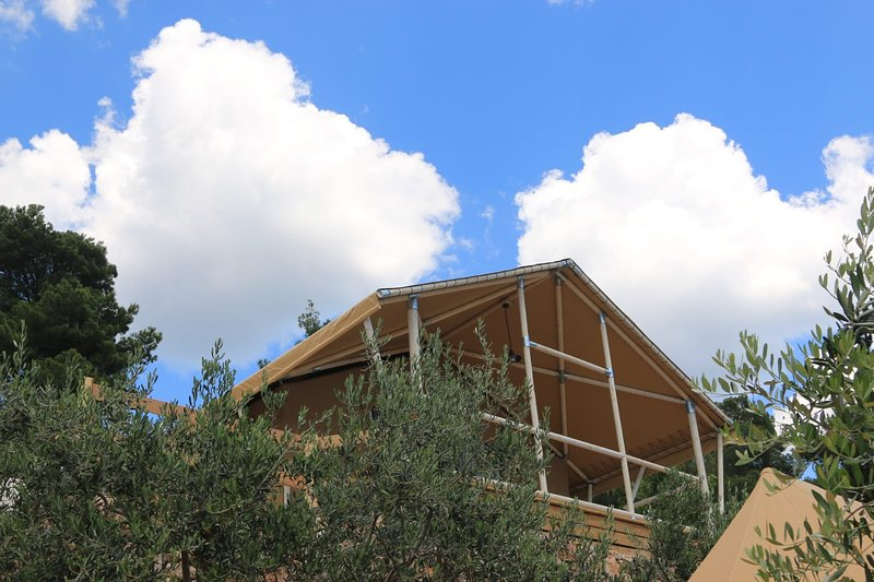 Camp Aloa - Bol Our house tents are spacious, very ambiental, casa vacanza a Murvica