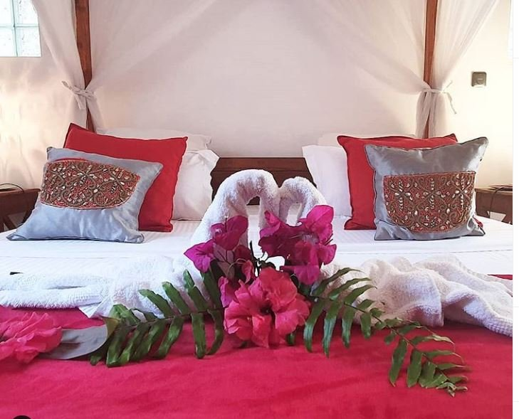 Bridal suite for 2 to 4 people 2 bungalows communicating by the sea, vacation rental in Toamasina Province