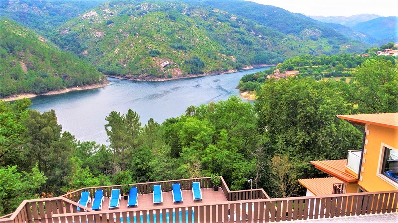 Gerês Palace with amazing lake view, vacation rental in Campo de Geres