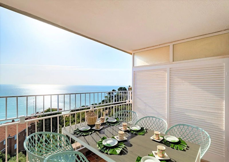 LIANA SEAVIEW & BEACH - APARTMENT, vacation rental in Alella