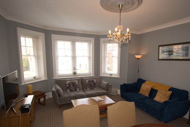 Silverdale Sunbeams lovely Spacious & airy apartment walk to the beach & town, casa vacanza a Eastbourne