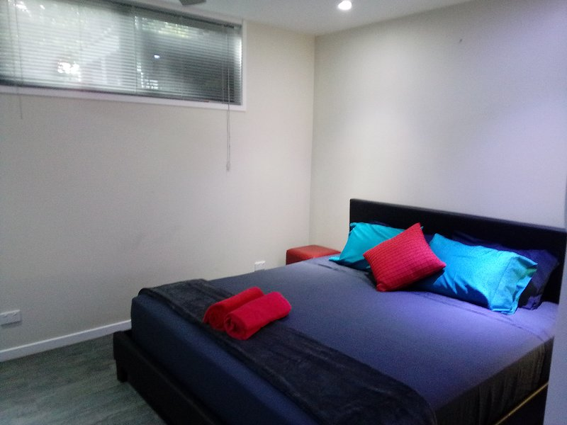 Southport-Dandar King Apt, vacation rental in Southport