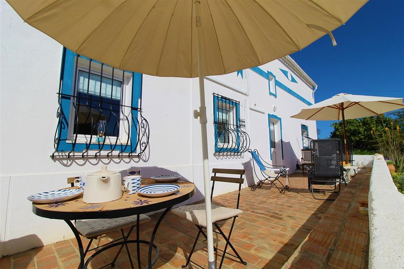 Beautiful house with 3 bedrooms and private pool close to the beach, holiday rental in Moncarapacho