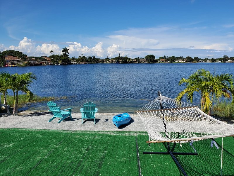 3/2 Lake House With Spectacular View Near Hard Rock Casino, holiday rental in Dania Beach