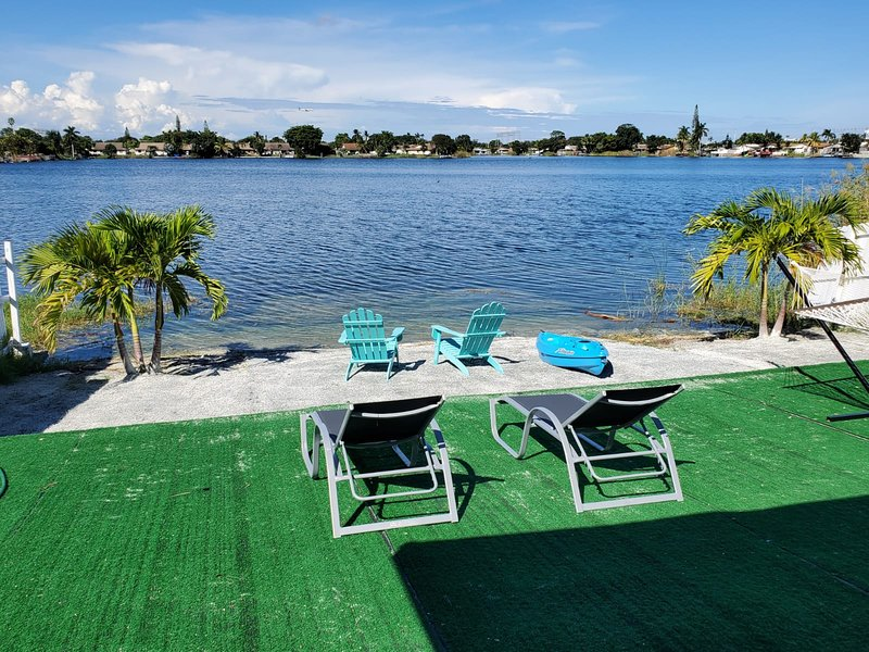 Lake Life - 3/2 Lake House With kayaks and spectacular view, holiday rental in West Hollywood