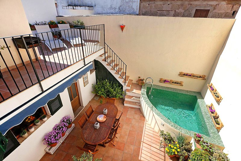 Lovely and quiet Townhouse with Pool in the center of old town Pollensa Chalet in Puerto Pollensa