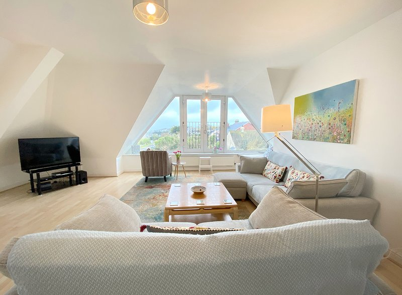 Carvell's Penthouse at Fistral, vacation rental in Newquay
