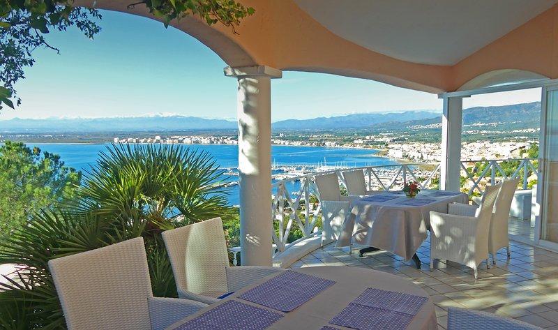 NEW! Oasis de tranquilidad con piscina,impresionantes vistas a la bahia de Roses, vacation rental in Roses