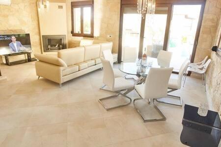 VILLA PRINCESS, holiday rental in Fourka