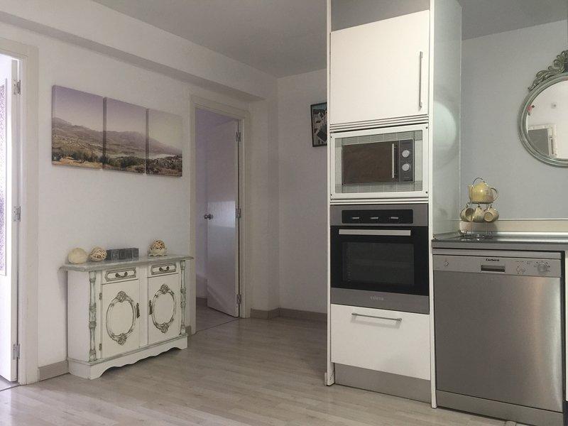 95m2 appartement in binnenstad van torre del mar, slechts 150 meter van de stran, vacation rental in Torre del Mar