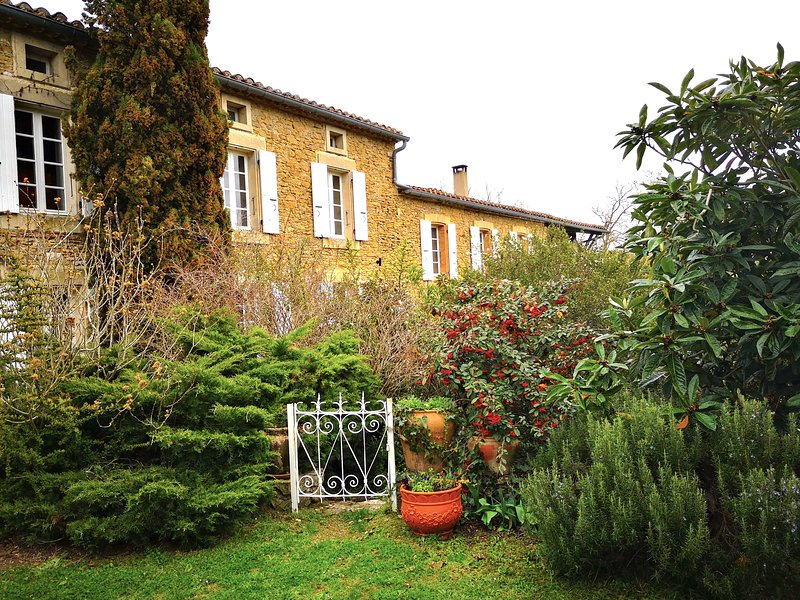 Mas and its garden
