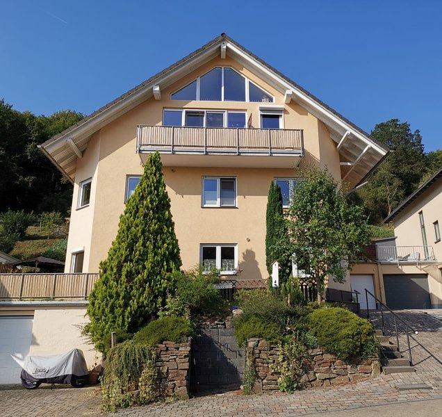 Ahrtal Vier Sterne Ferienwohnungen Alexandra Weiler Maisonette Panorama, holiday rental in Rech