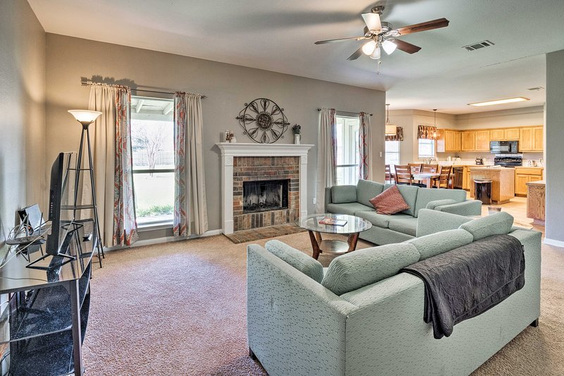 NEW! Pet-Friendly Family Home w/Backyard in Hutto!, location de vacances à Hutto