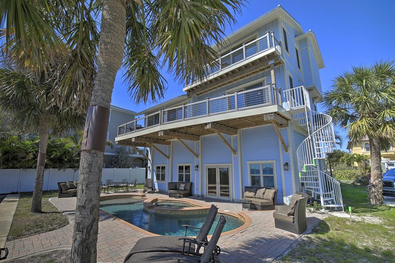 NEW! Quiet Waterfront Oasis with Pool & Boat Dock!, holiday rental in Tarpon Springs