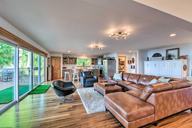 Mid-Century Cabin w/ Deck & Puget Sound Vistas!, holiday rental in Quilcene