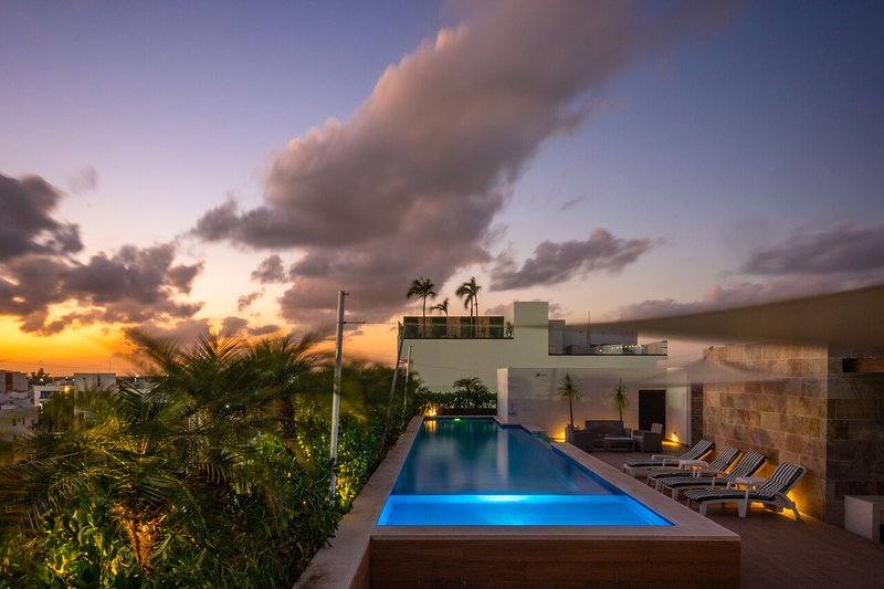 Opal 103 ➸ Exceptional 20+Mgbs optic fiber stay *month rates*, holiday rental in Solidaridad